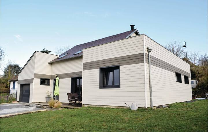 Nice home in Pacy sur eure with WiFi and 3 Bedrooms