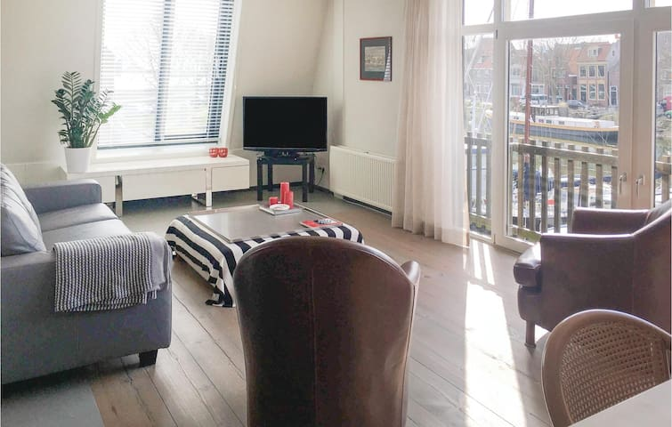 Holiday cottage with 2 bedrooms on 105m² in Enkhuizen