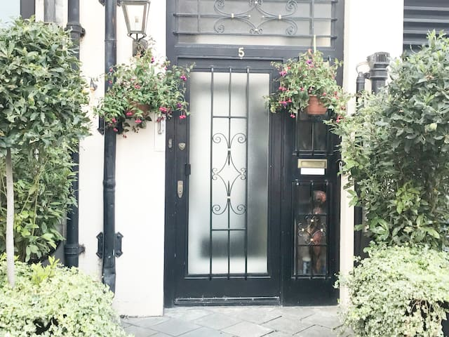 PRIME LOCATION IN MAYFAIR, 2 BED, 2 BATHRM, LUXURY