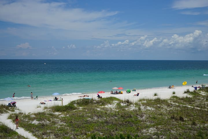 Sea Isles 2 BR Beachfront on IRB!! Family Fav!