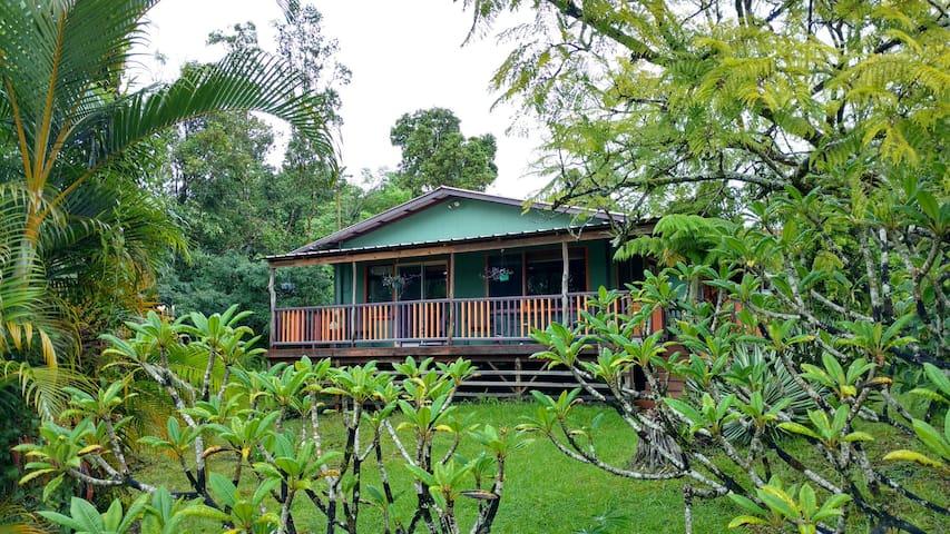 Charming Two Bedroom Ohana Cottage