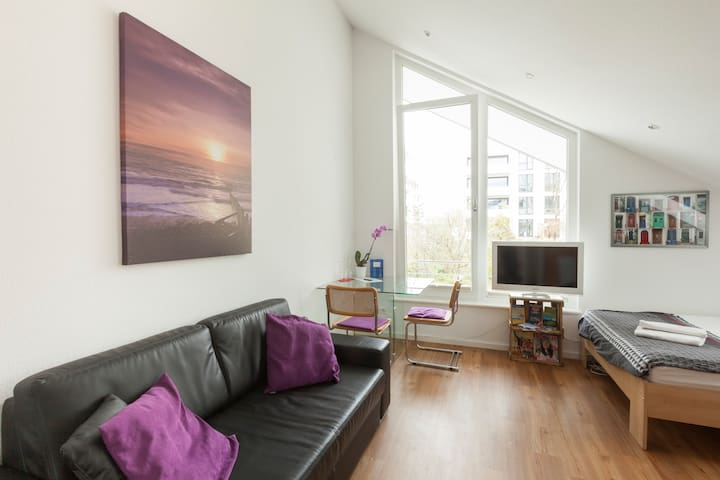 Modern, small, quiet apartment - Merzhausen - Lägenhet