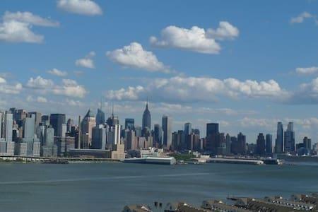 Luxury Bldg with Manhattan view/ - Guttenberg - Huoneisto
