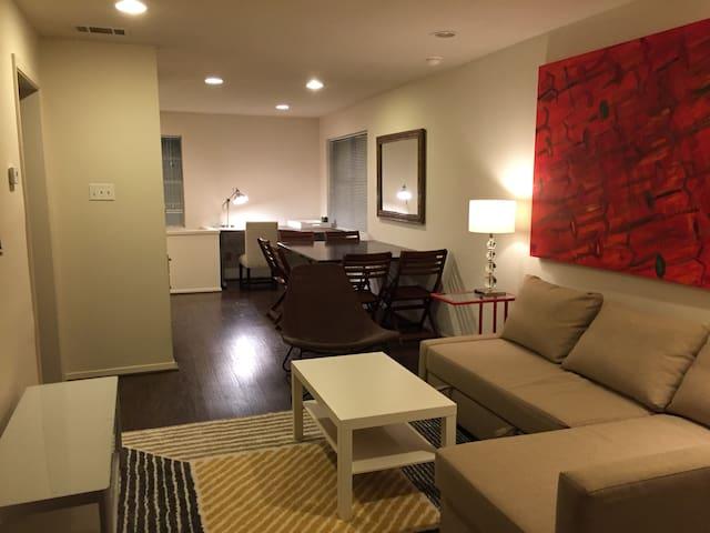 Roomy 3bed/3Bath Apt. - Houston - Flat