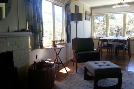 1950s 2BR Bicheno Holiday Cottage - Bicheno - Talo