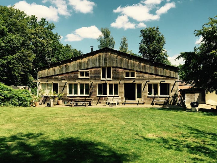 Wonderful Forest House 40 minutes from Paris