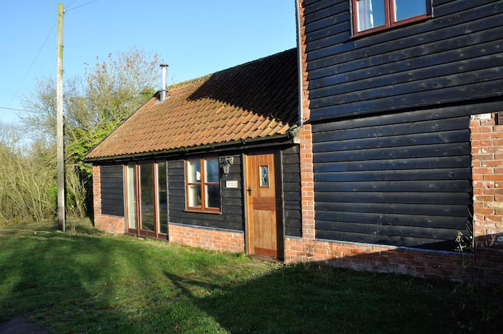 Cottage on a working farm sleeps 4 - Sweffling - Chatka
