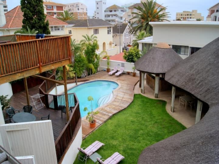 Fabulous Sea Point flat with pool