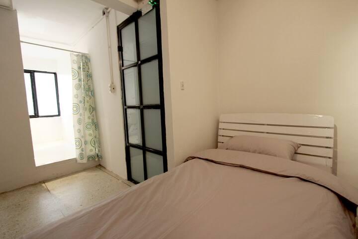 Single Room with Private Bathroom - Bangkok - Apartemen