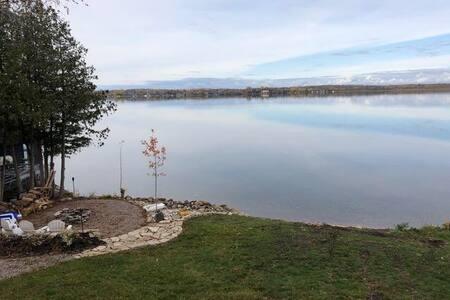 Lakeside Retreat Suite