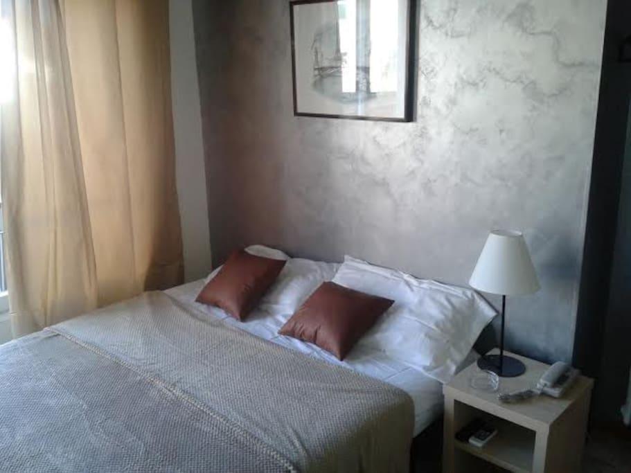 Camera 21 stanza appena ristrutturata con arrendamento moderno