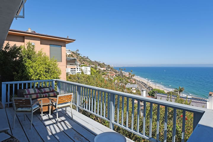 Studio with gorgeous ocean view- Pacific Palisades