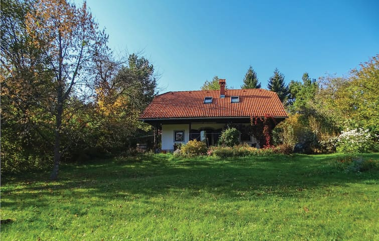 Holiday cottage with 4 bedrooms on 90m² in Grahovo