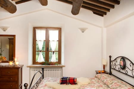 Charming Double Room: A true Tuscan Experience