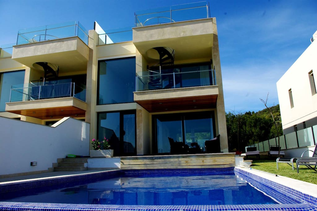 Fantastic villa with sea views