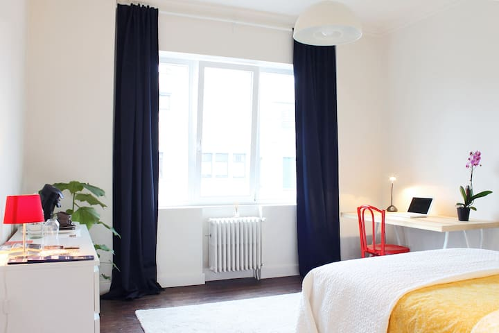 New & clean apartment top location - Ghent - Huoneisto