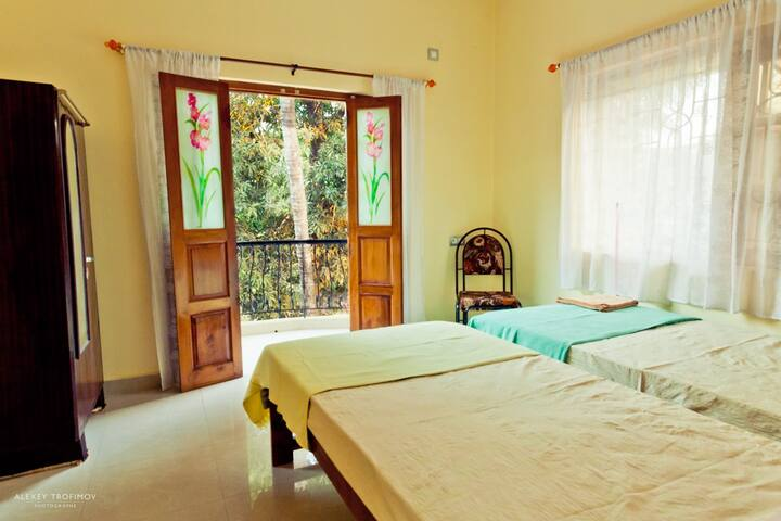 Room with private balcony, kitchen & free wifi - Mandrem - House