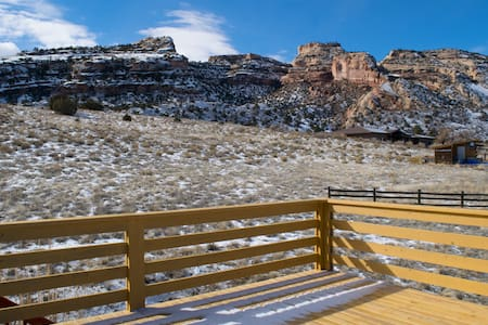 Retro/Rustic Getaway with Breathtaking Views - Grand Junction