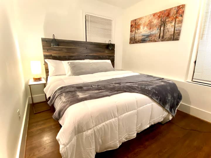 NEW! KING BED, in the heart of Midtown, Detroit