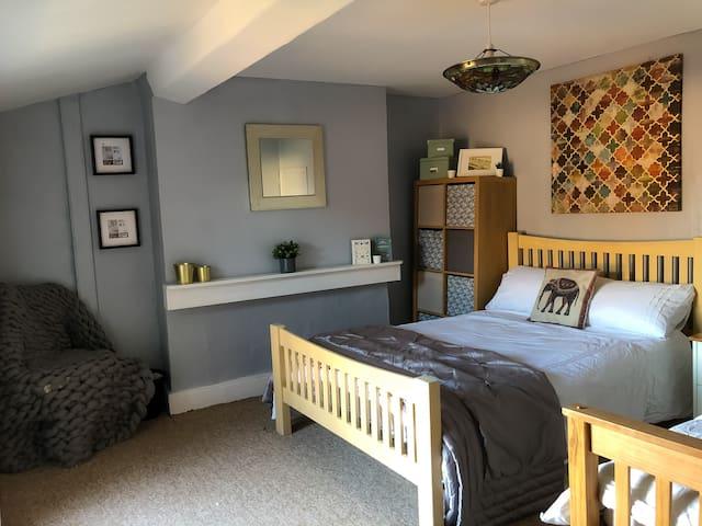 Private Room near Beach & Liverpool City (5)