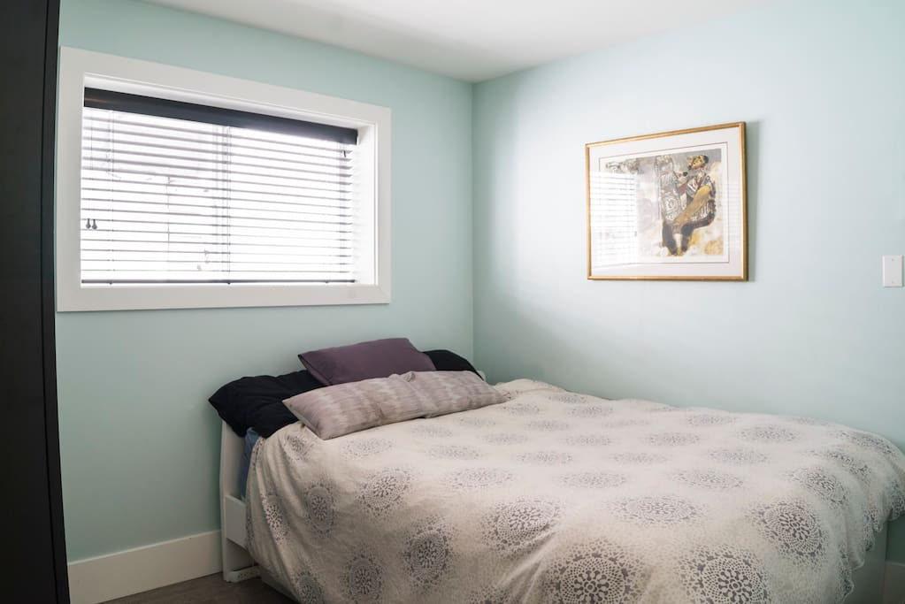 Queen sized bed, lots of closet space and very comfy.