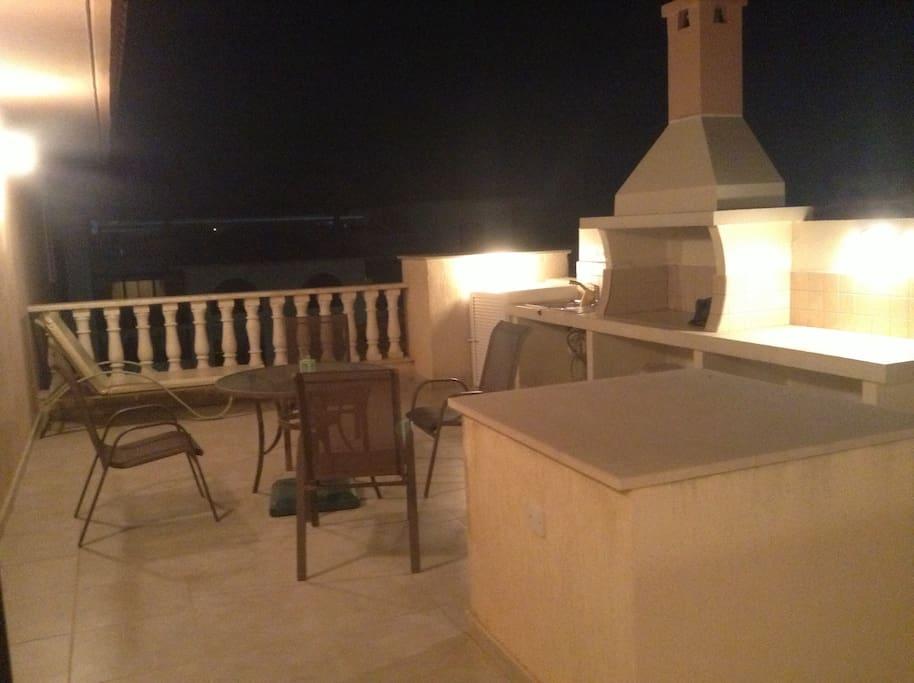 2-этаж зона отдыха и загара с видом на внутренний дворик и на море