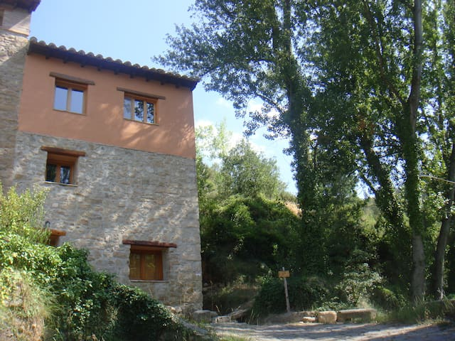 Sunny and quiet rural apartment - Olba - Daire