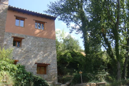 Sunny and quiet rural apartment - Olba - Appartement