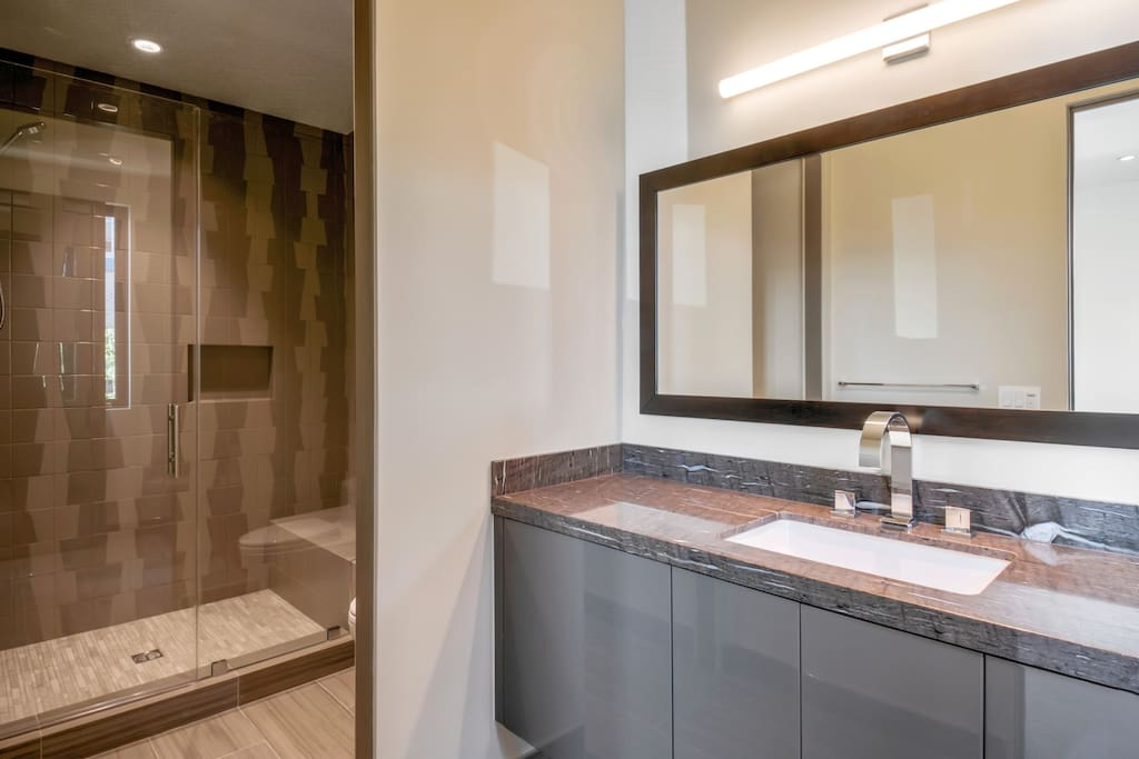 Natural stone finishes throughout bathrooms