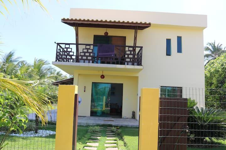 Casa amarela renovada