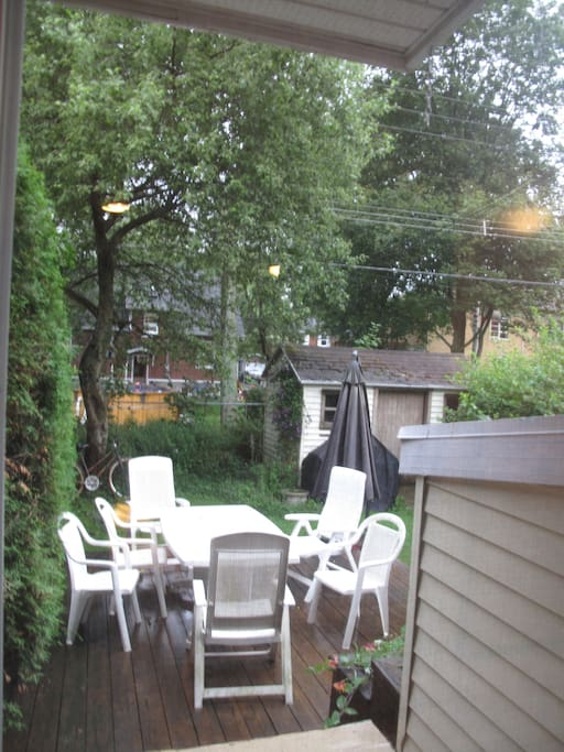 Well equipped patio (dining furniture and BBQ).