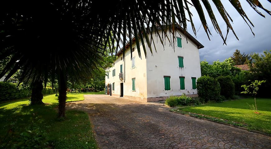 Lovely ancient country house b&b - Trecasali - Casa