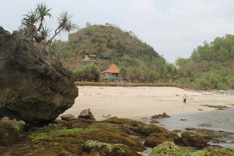 Surf watukarung House Rent by beach