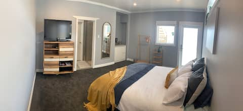 Quiet, upmarket central, brand new and cosy!