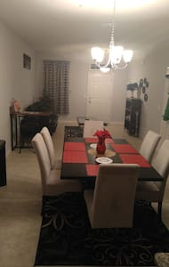 1BED/BATH PRIVATE ROOM IN A TWO FLOOR TOWNHOME - Ocoee - 独立屋