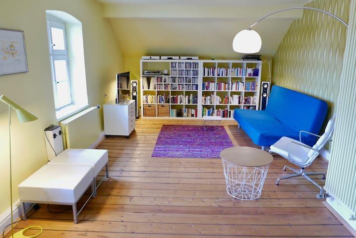 Helles Zimmer mit eigenem Bad (Garten & Yogaraum)