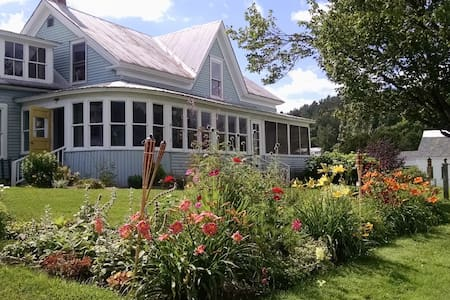 Craftsbury Village Farmhouse - Craftsbury
