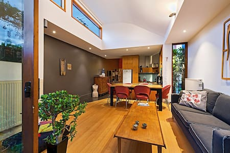 Gorgeous character-filled double & single bedrooms available in a heritage house in Clifton Hill. Two living areas, and a leafy courtyard garden. Book individual rooms or the whole house - can sleep up to 7 people.