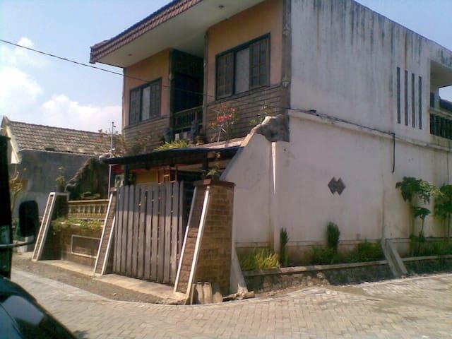 rumah keluarga ditengah kota - Pasuruan - Ház