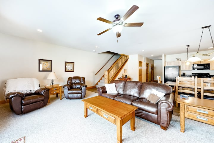 Dog-friendly Townhouse on the River w/ Spacious Layout, WiFi, and Golf Passes!