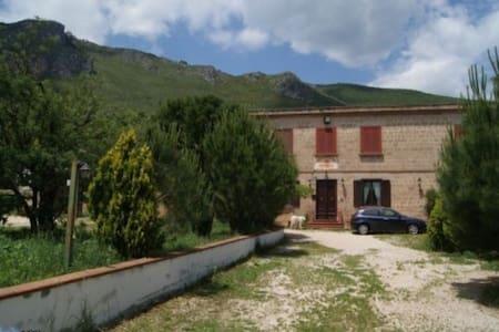 Villa In Campagna con tanto verde - Caserta