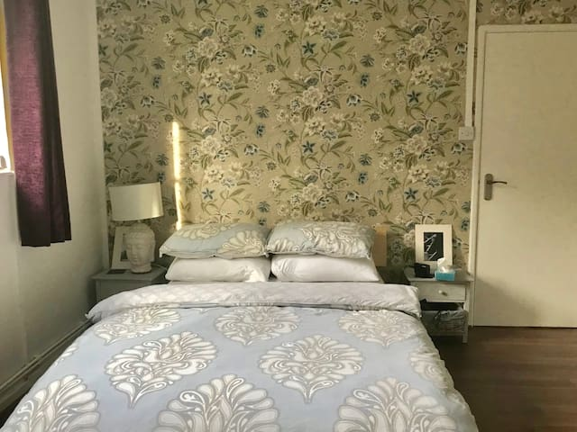Double Room/Private Bathroom/Shepherds Bush/W12