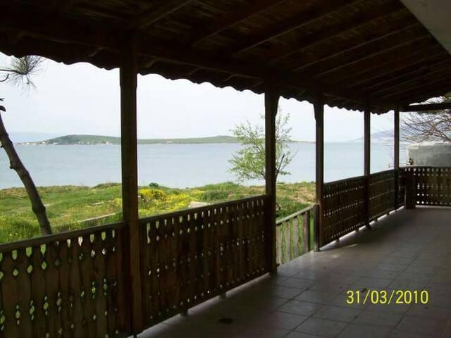 Irmak villa denize sıfır tatil - Balikesir - House