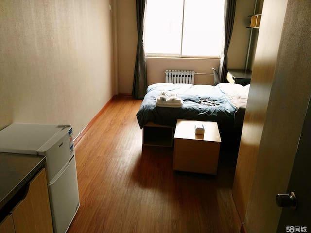 世茂海湾 天鸿附近 一线海景房 居家首选 豪华装修(海景房 高档家具家电) - Yantai - Appartement