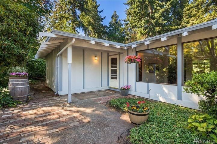 Cottage House Kirkland (2-for-1 deal)