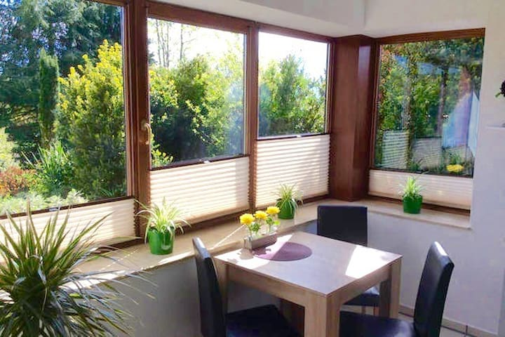 Happy Home with garden view - Lauenau - Apartment