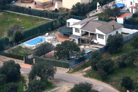 Chalet independiente con piscina para 12 personas - Cardiel de los Montes