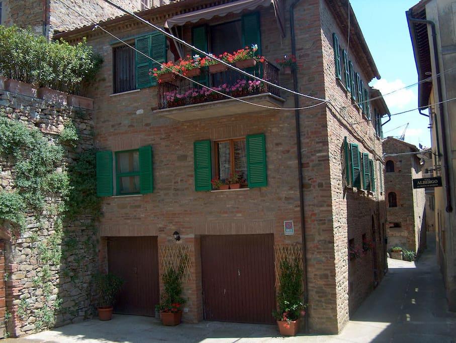 Trasimeno panicale casa di gioia apartments for rent for Casa di 750 m