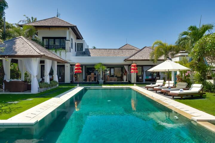 Luxury 1, 3 Bedroom Waterfront Villa, Nusa Dua;