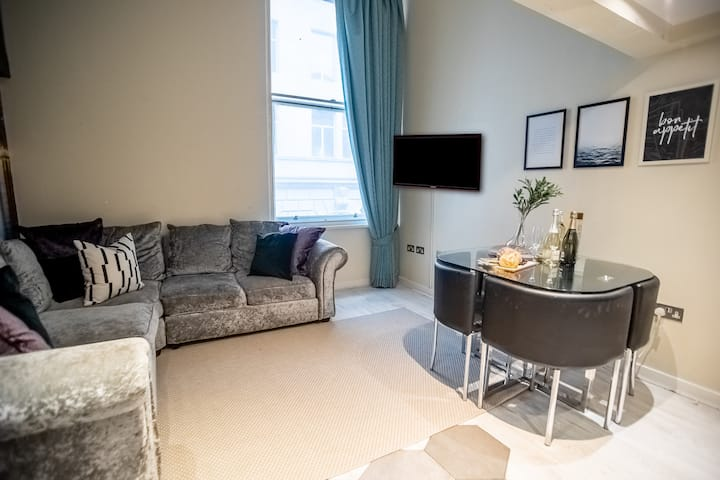 ★Bright & Cosy 2 Bed Apt near Liverpool Dock★
